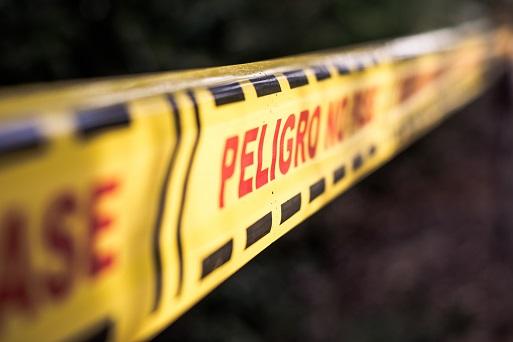 Una cinta de peligro representa la gestión de riesgos empresariales